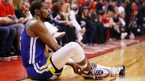 2夺NBA总冠军被喷划水,如今受伤却成真正勇士!杜兰特酸苦自知