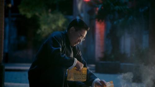 《老中医》第9集精彩看点:翁泉海悼念亡妻心生悲凉