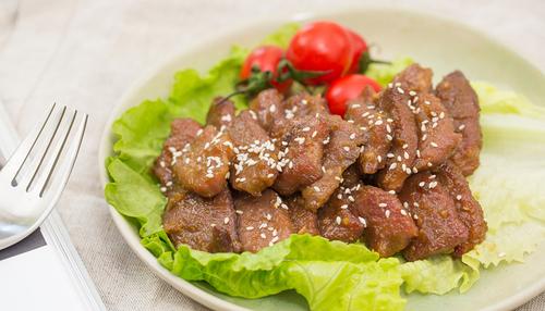 散发着果香味的梨汁烤牛肉想想就香,一起痛快吃肉吧!