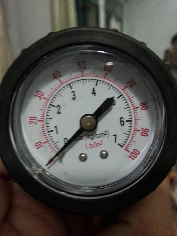 这个轮胎气压表怎么看是红的还是黑的图片