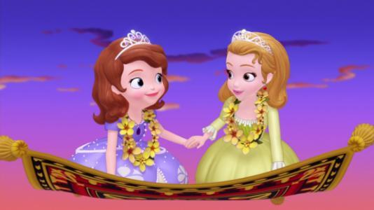 """看超萌双胞胎左左右右是如何巧扮""""小公主苏菲亚""""的?图片"""