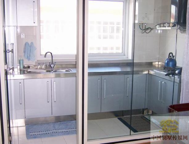 客厅的小阳台改半开放式厨房,怎么装修?南向
