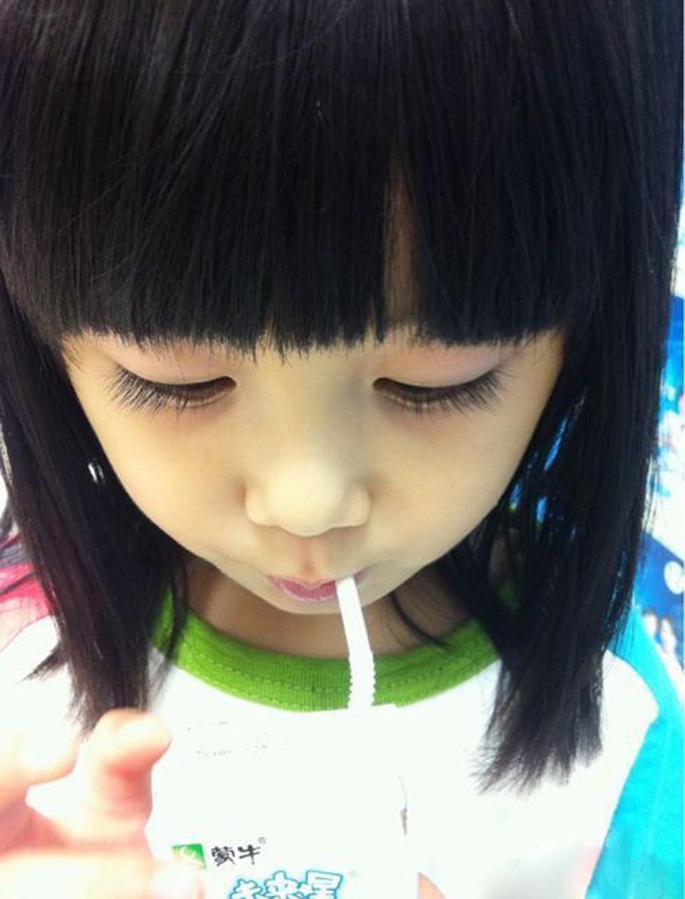 很萌的小女孩头像 齐刘海 长卷头发图片