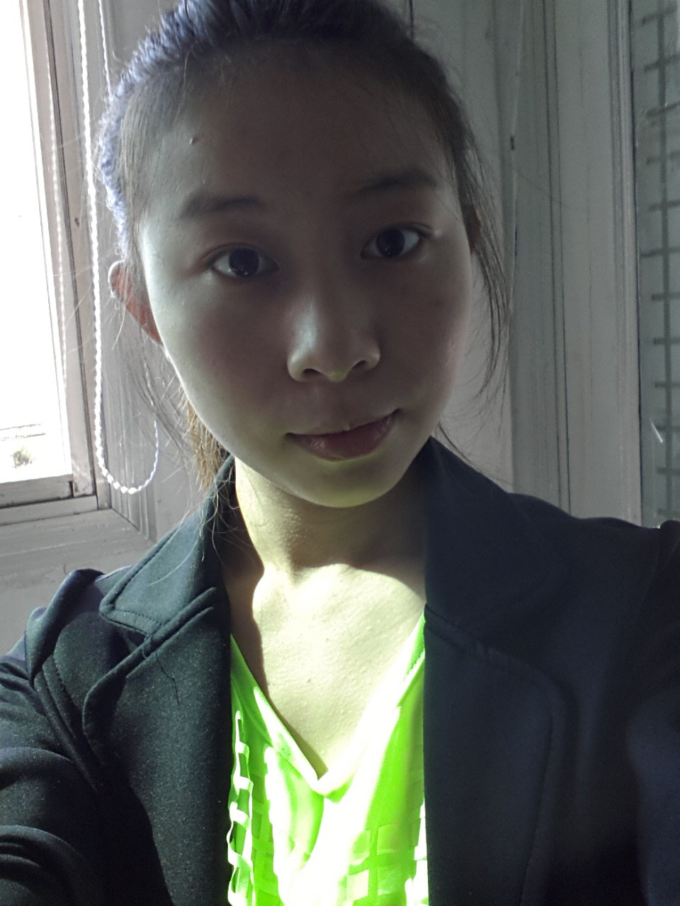 黄色淫荡老师图片_适合换怎样的发型?现在的头发是黄色.