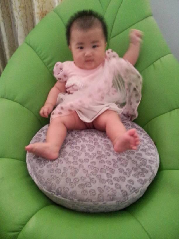 出院到宝宝满月的照片_发型设计图片