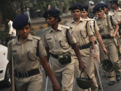 强奸女警小�_印度女警小分队