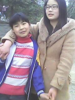 照片右边的女孩划一化妆能跟王祖贤林青霞这样的女神比吗图片