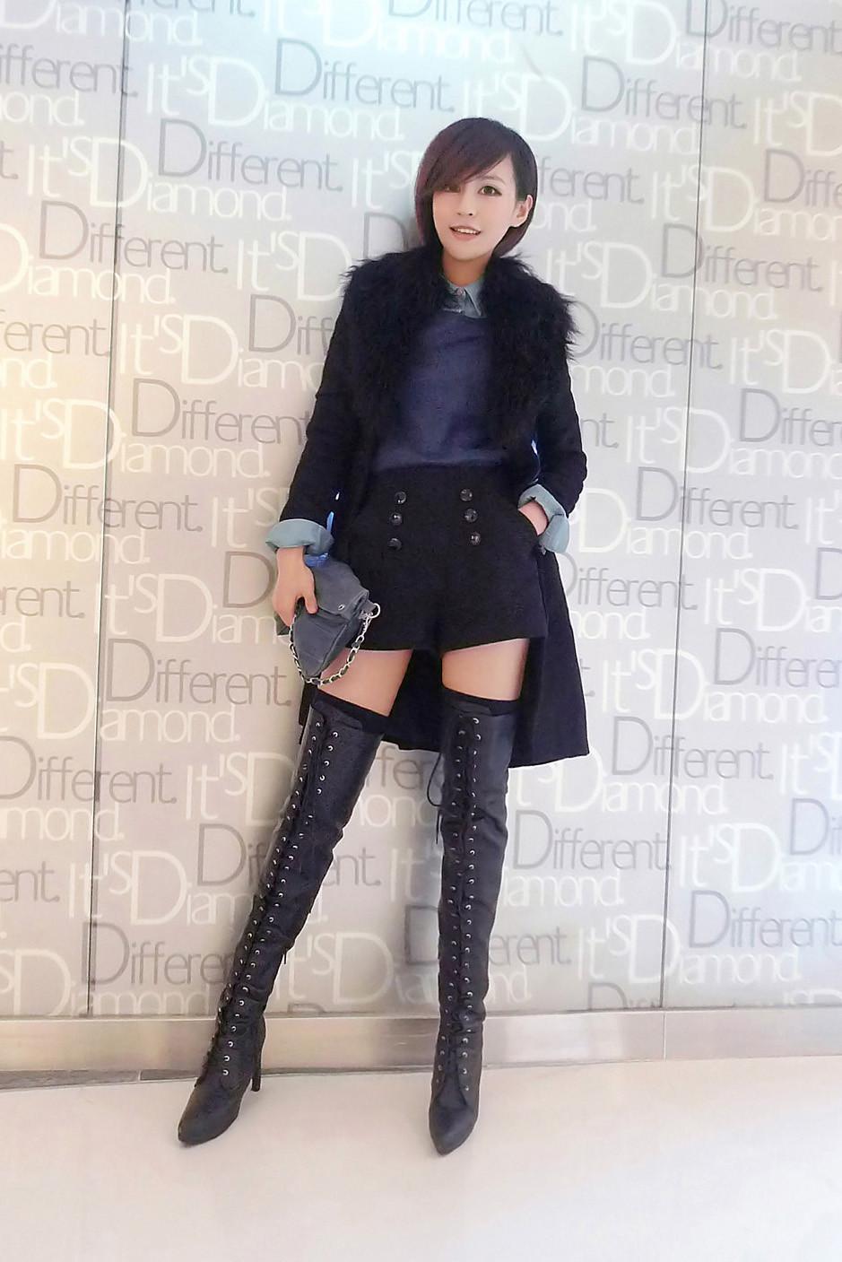 她皮裤和靴子贵不贵啊?
