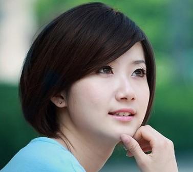 十六岁的女生圆脸型适合做什么样的发型?皮肤有一小点图片