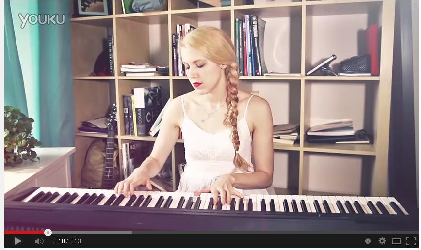 唱小苹果那个金发美女是谁哪能下载mp3