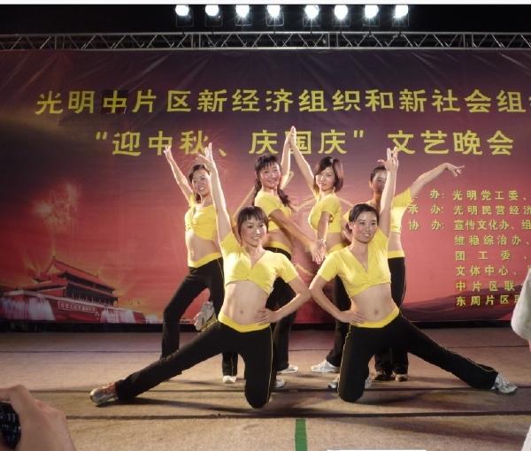 舞蹈队形,六人,要变换的,因为是舞蹈串烧,求助!图片