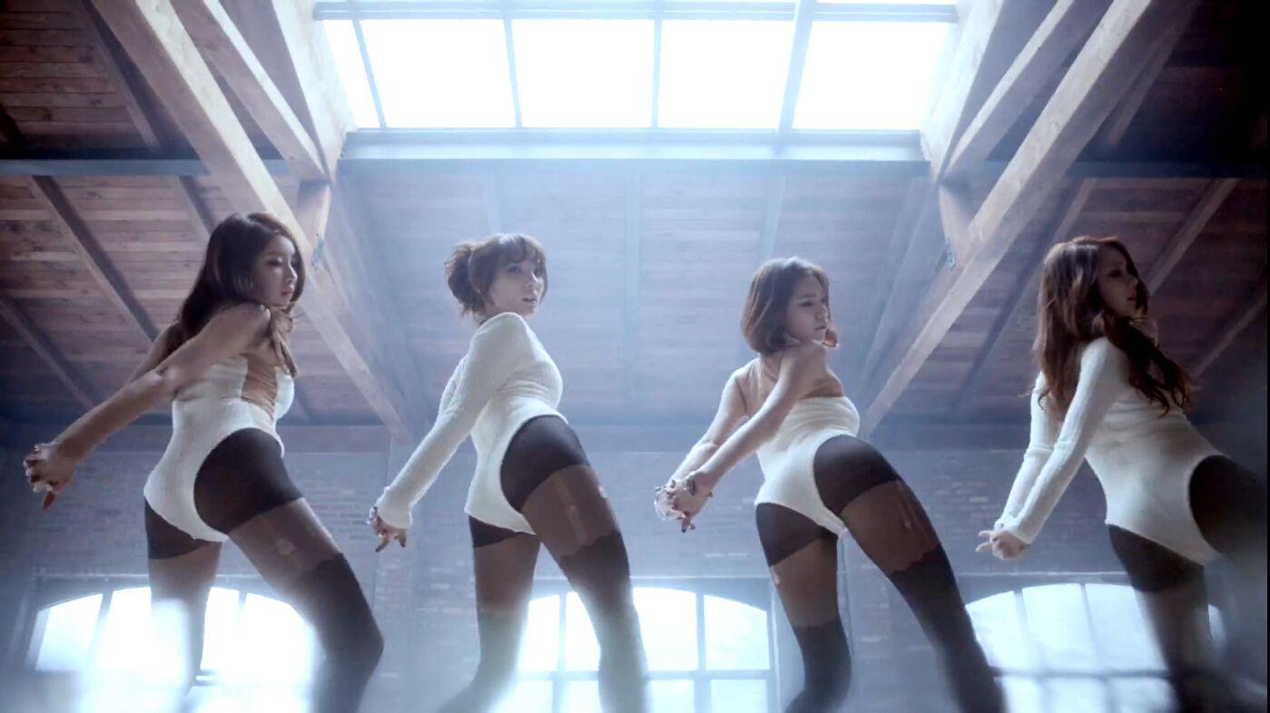 一个韩国女子组合mv 里面女的出来都是穿的黑丝