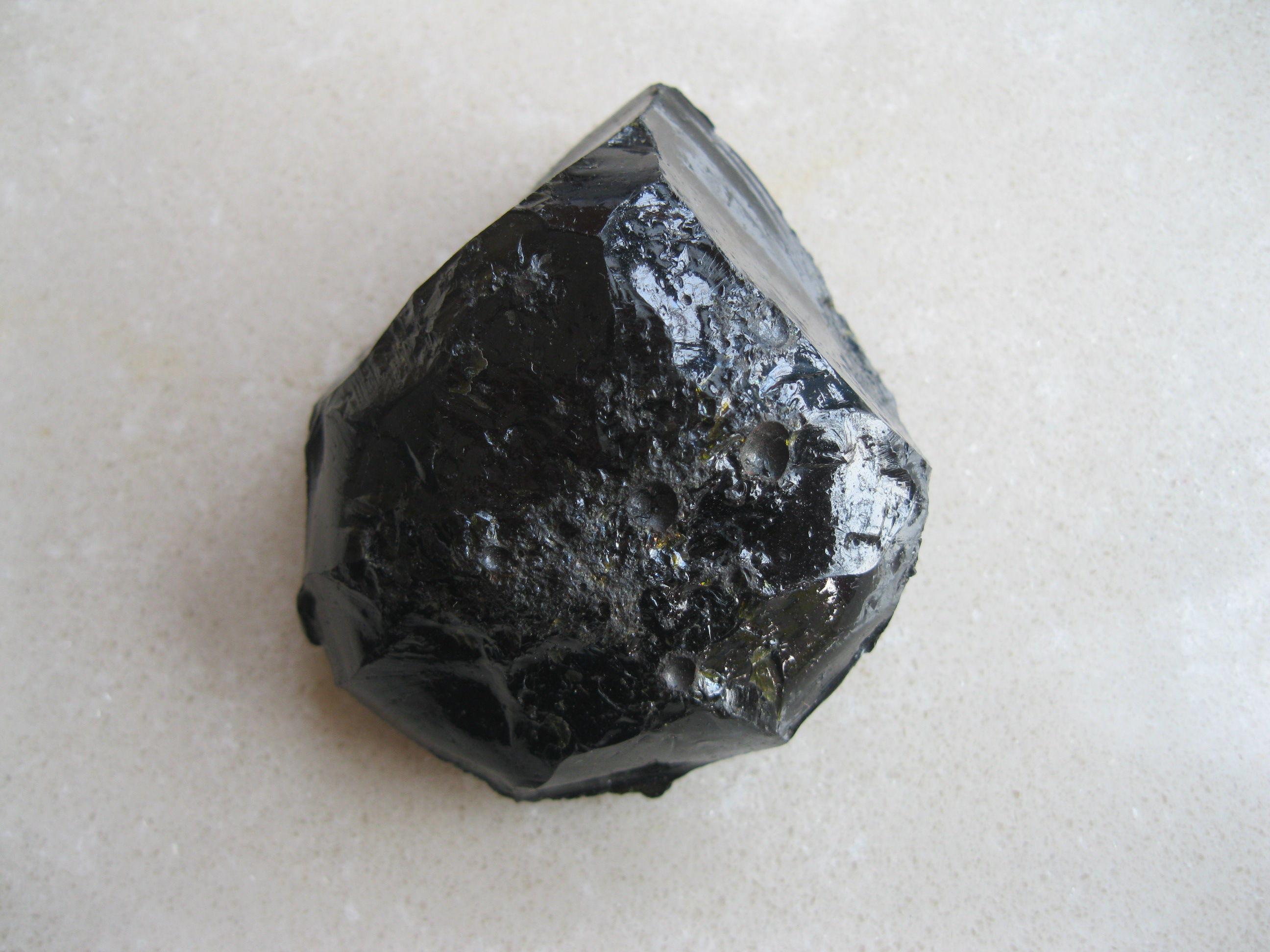 火山玻璃岩主演成分是什么?