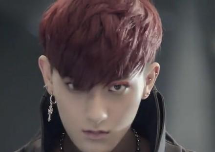exo《狼与美女》红色头发的人是谁?