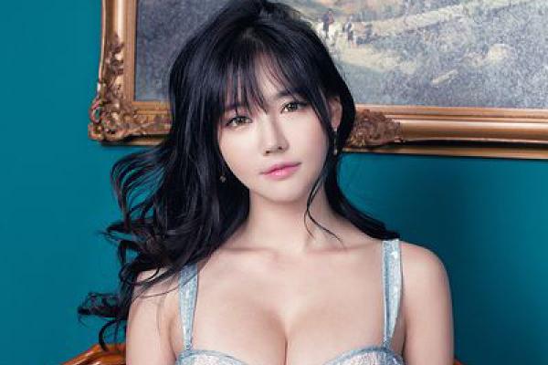 韩国美女车模韩佳恩