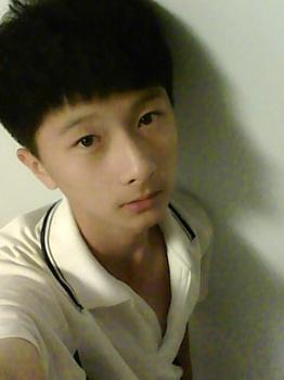 17岁普通男生照片 17岁普通男生帅哥照片 17岁男生帅气普通照片图片