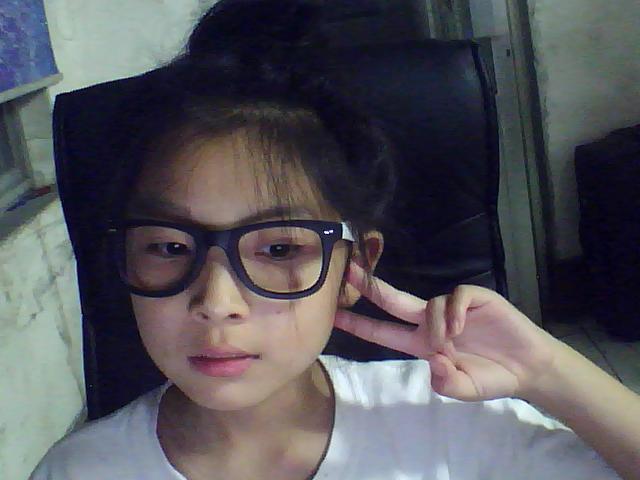 10岁小女孩,留齐刘海好看吗?下面是我 照片   小女孩 ,留齐 刘海   图片