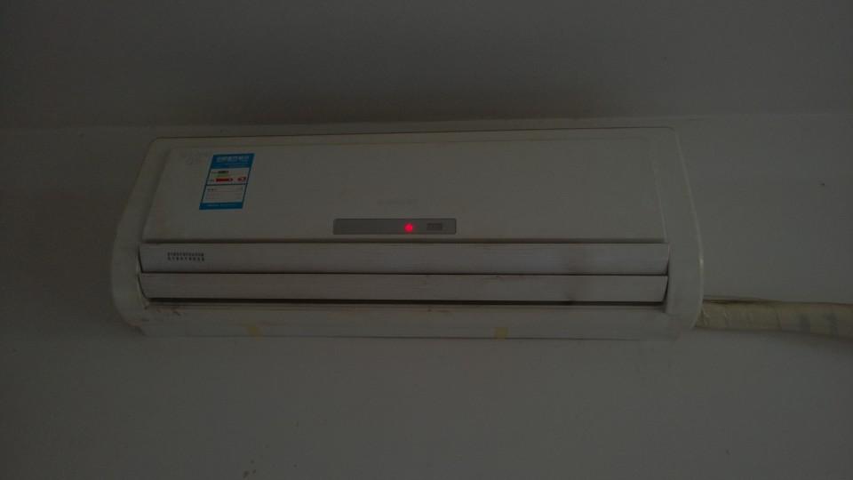3匹格力空调清洗后大管结爽,室内机风口一半热一般冷图片