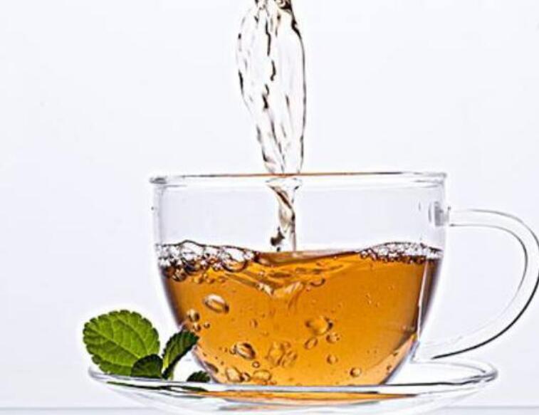 薄荷泡茶会有冰凉的感觉,适合吃饭腹胀口臭的朋友饮用