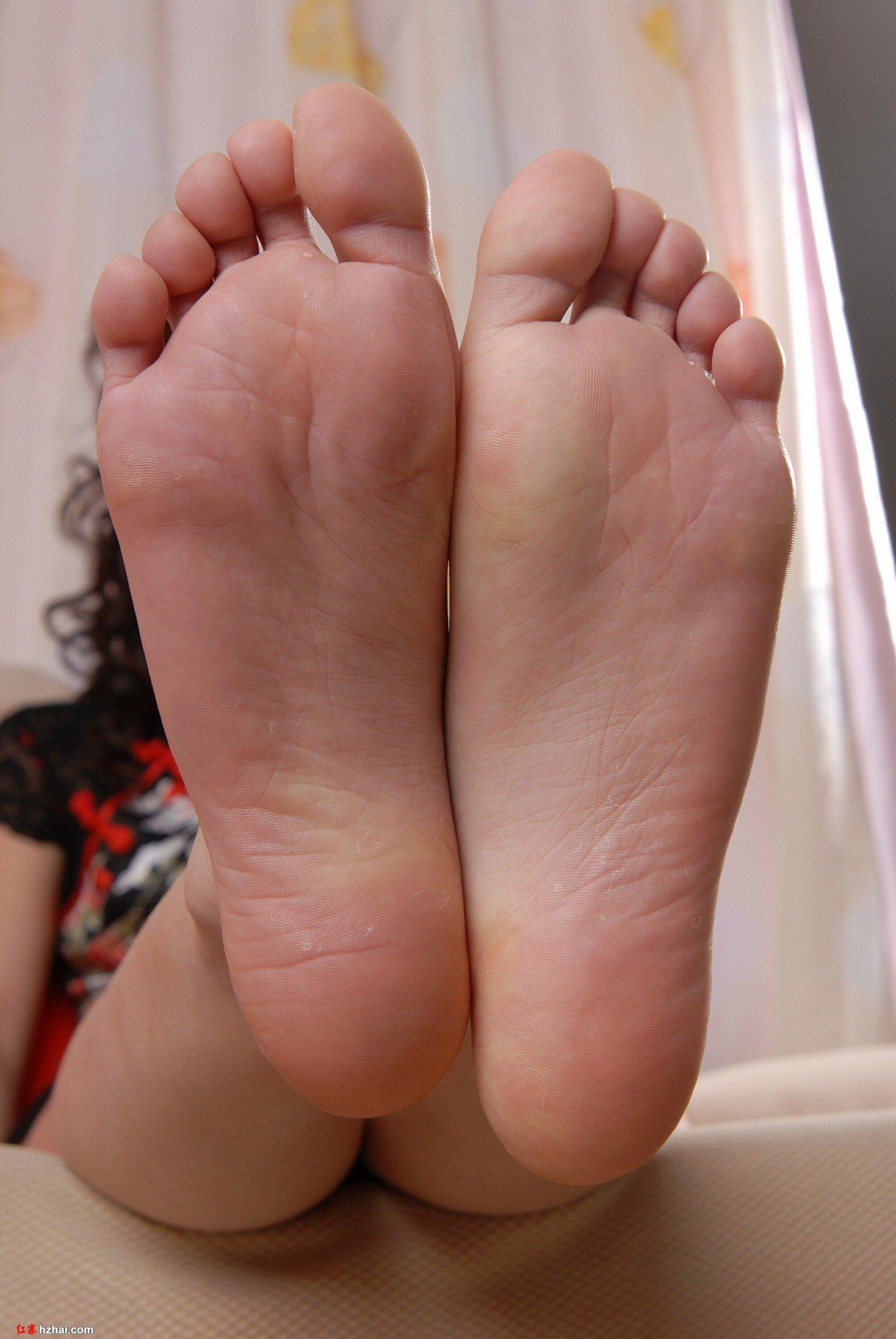 谁有嫩脚丫的图片给我发几张?我恋足