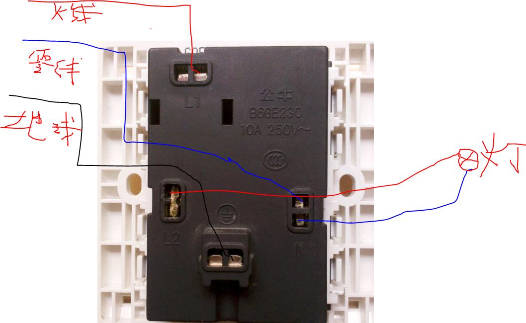 一开五孔的插座如何安装开关控制灯插座一直通电附照片在线等谢谢图片