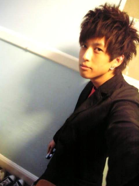 这样的男生帅气发型怎么弄的?图片