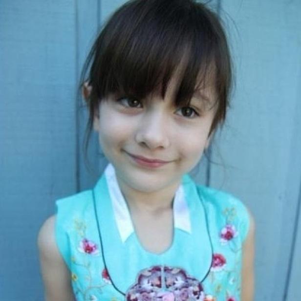 求这个小图的原图,蓝色衣服刘海外国小女孩图片