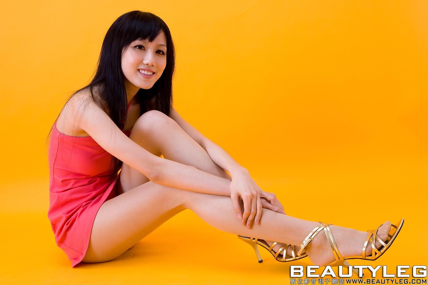 求腿模sara的写真集 全套的 1151591005@qq.com