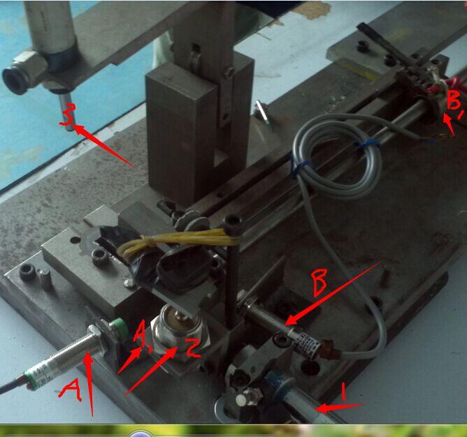 我需要用单片机控制三个气缸和两个感应开关的动作.图片