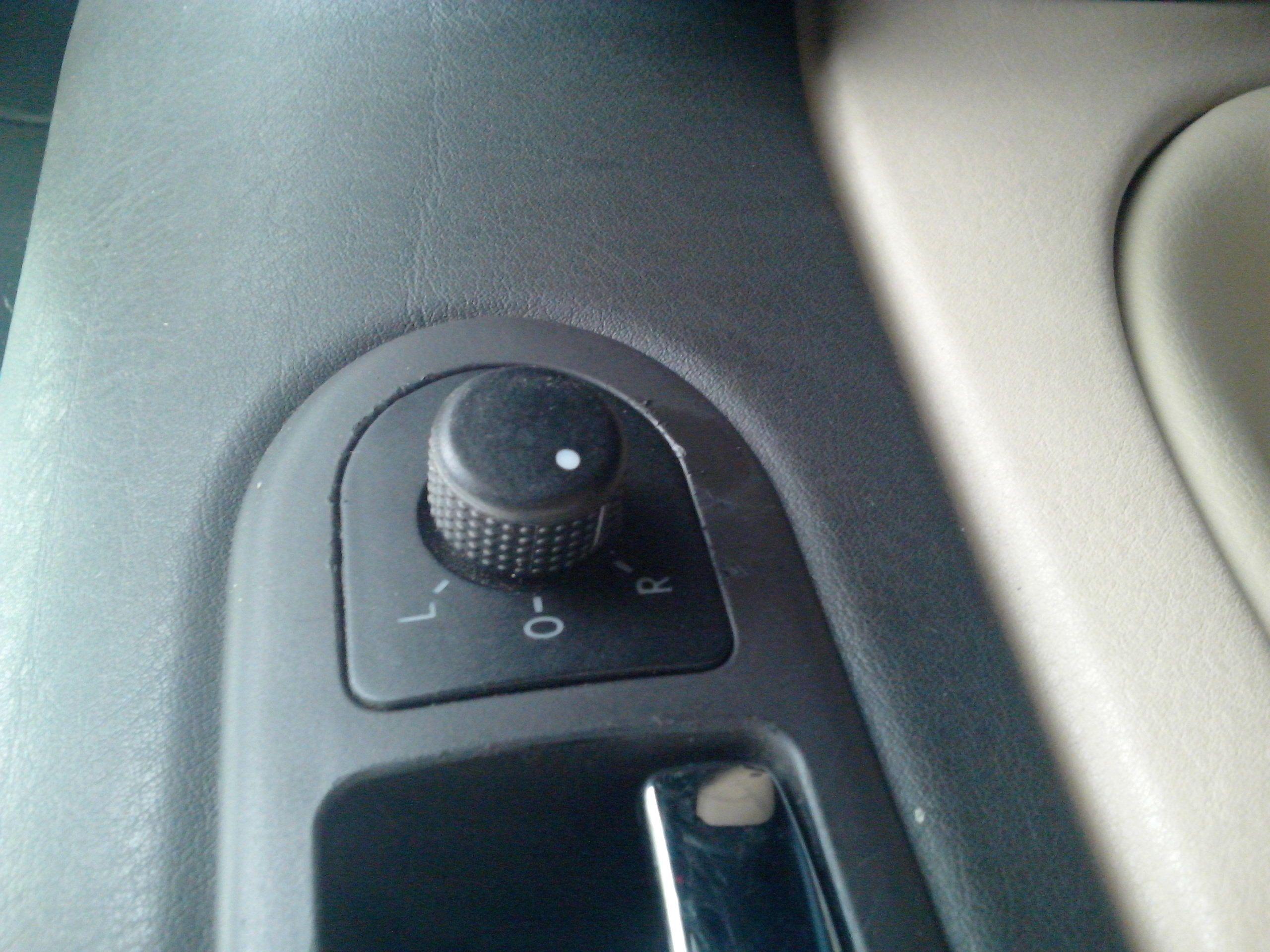 求老款帕萨特后视镜调节旋钮 不带电加热的高清图片