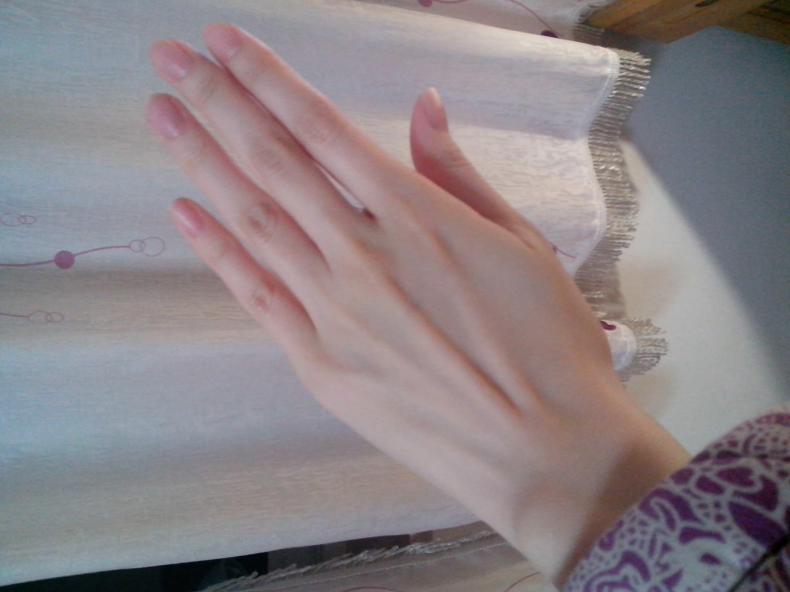 亚洲女嫩鲍_我是女,为什么别的女人看到我的手时,都会说我手漂亮