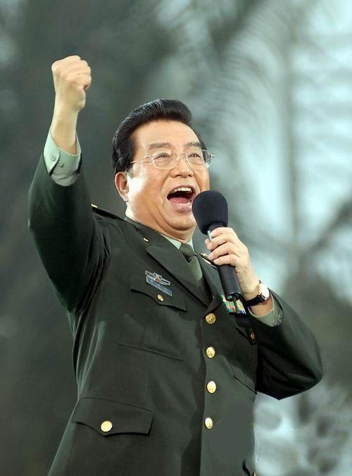 1972年,李双江因演唱的《北京颂歌》,《我爱五指山,我爱万泉河》,《党图片