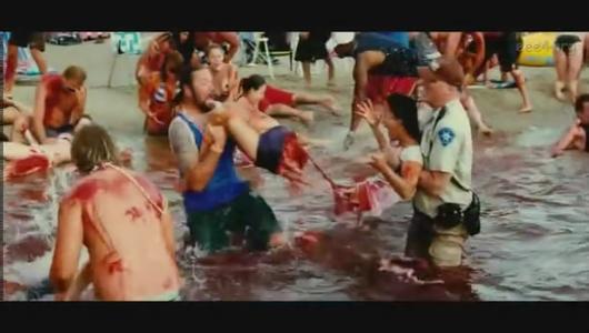 那是什么电影 在水里两个男人抬着一个女人撕扯两拌