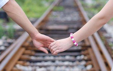 黑龙江一高校被指严查男女生交往 大学生谈恋爱有哪些