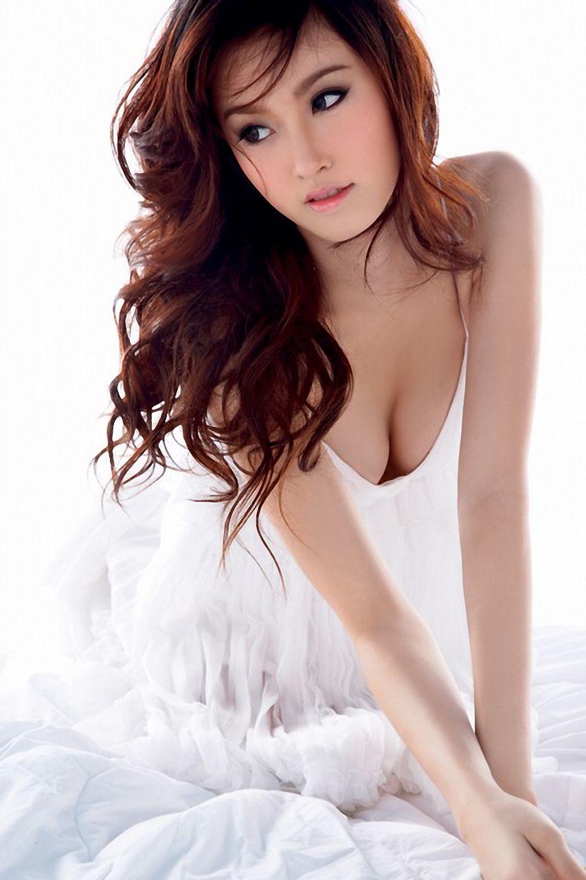 泰国最美人妖皇后几岁了