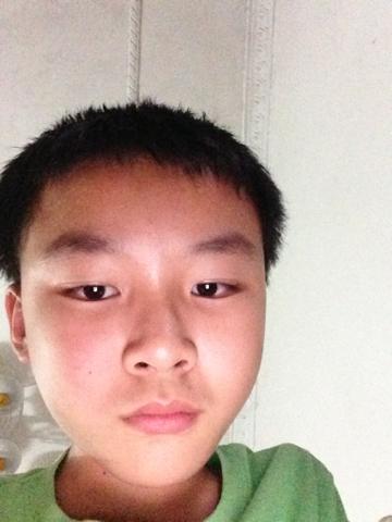13岁男孩剪什么头好看图片