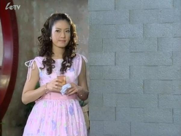 我要看女人的下水_一诺倾情女主角卷卷的发型叫什么啊,我想去理发店烫一