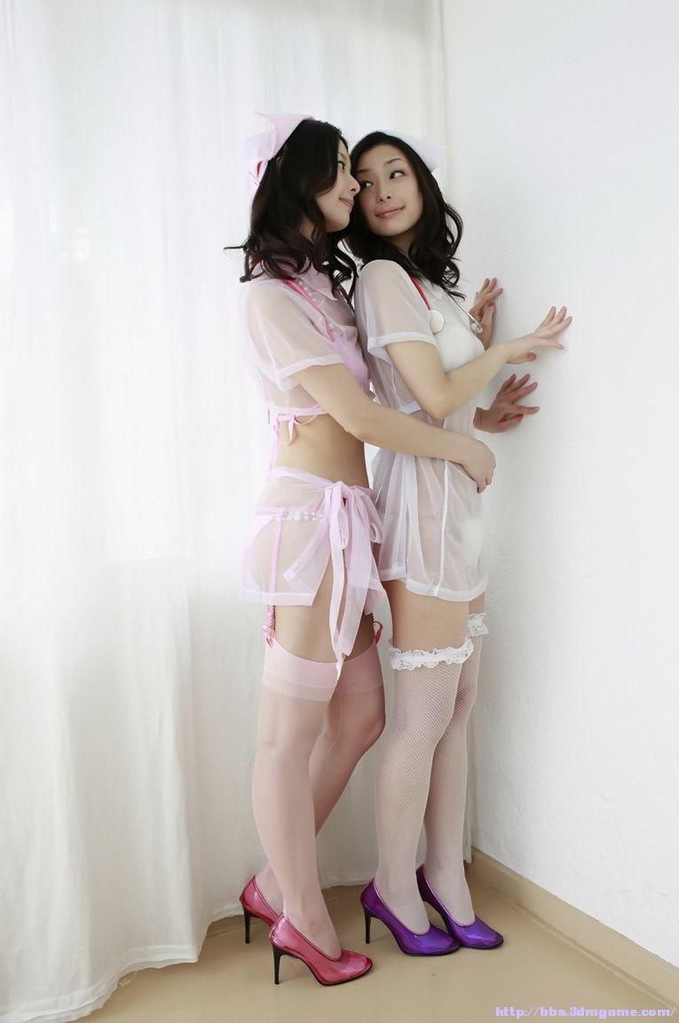 射在女神丝袜脚上图片_谁有这个双胞胎的写真套图,请帮忙