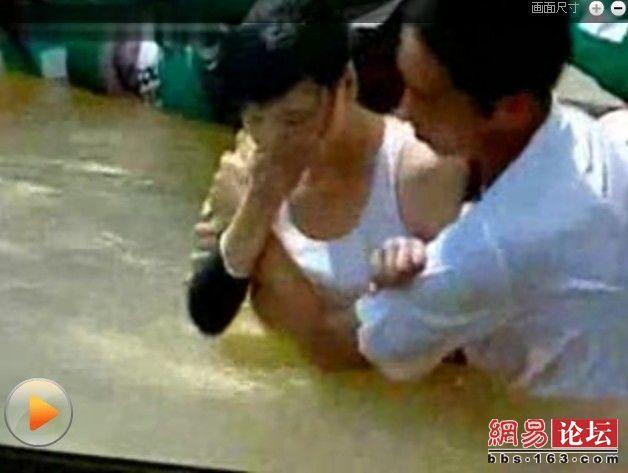 男生女生向前冲中有没有女生闯关时候露了胸部