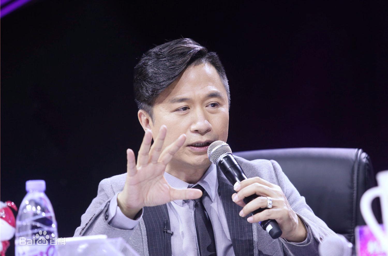《妈妈咪呀》节目评委黄舒骏有哪些早年经历?