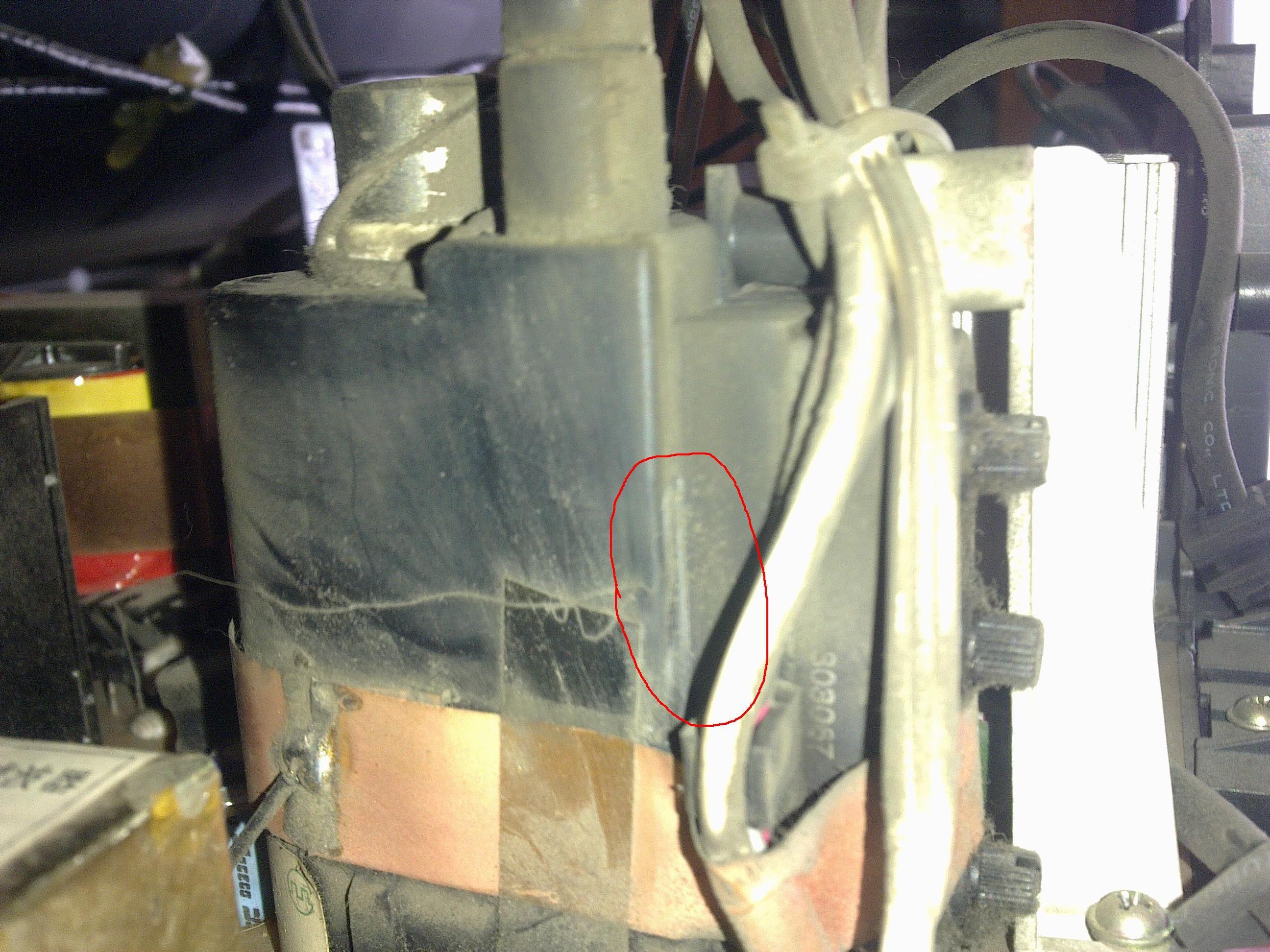 厦华s2955电视机高压包漏电了高清图片