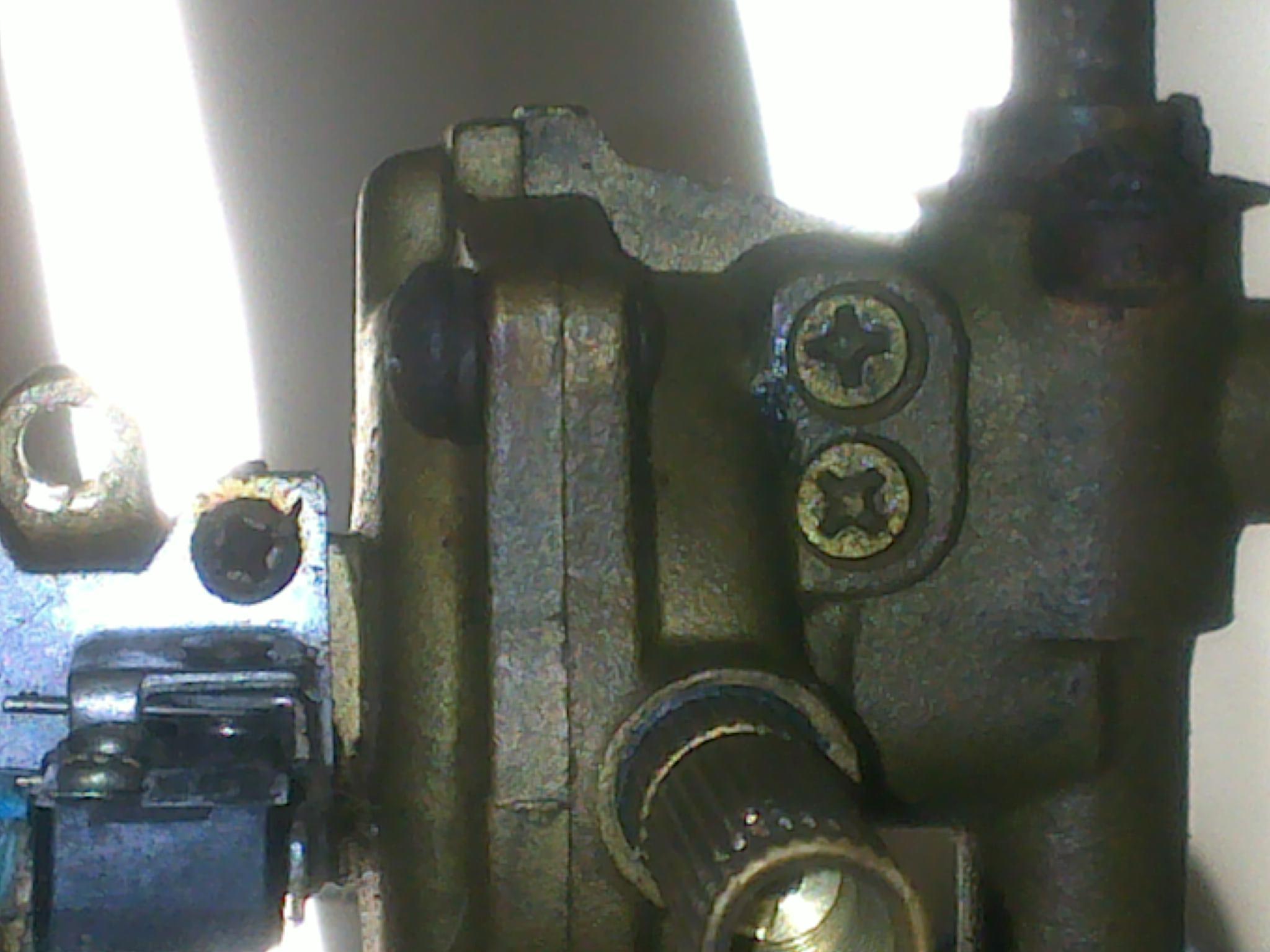 燃气热水器水气联动阀泄压阀上边的两个可调螺丝有什么作用?图片