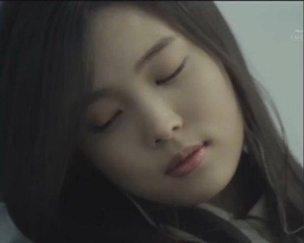 谁有尹素熙在exo的 wolf 剧情版MV中的图片,比如这张图