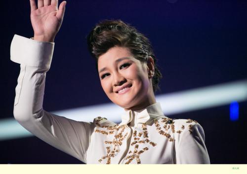 (藏语);2月13日,cctv中文国际华侨华人春节联欢晚会 演唱歌曲《卓玛》图片