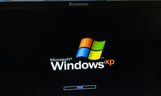 开机后显示器到了windowsxp界面的时候就卡在那了后图片