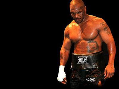 2005年6月11日,迈克·泰森与拳击手凯文·麦克布莱德打最后一场比赛图片