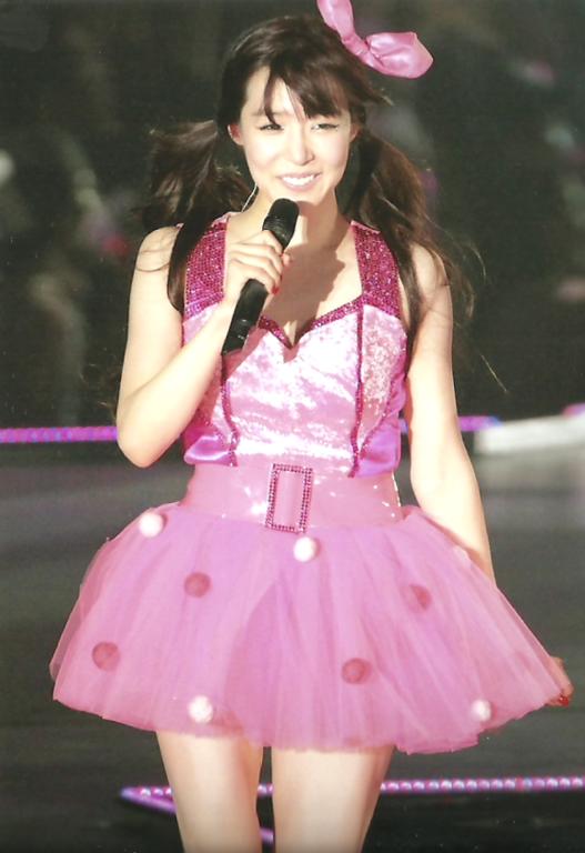 日本女无遮挡_少女时代日本二巡权侑莉演唱会服装,每一套,尽量是全身的,谢谢