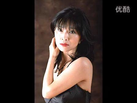 keikomatsui_连续两年获得当代轻柔爵士最佳女艺人奖的keikomatsui生长于日本,成熟