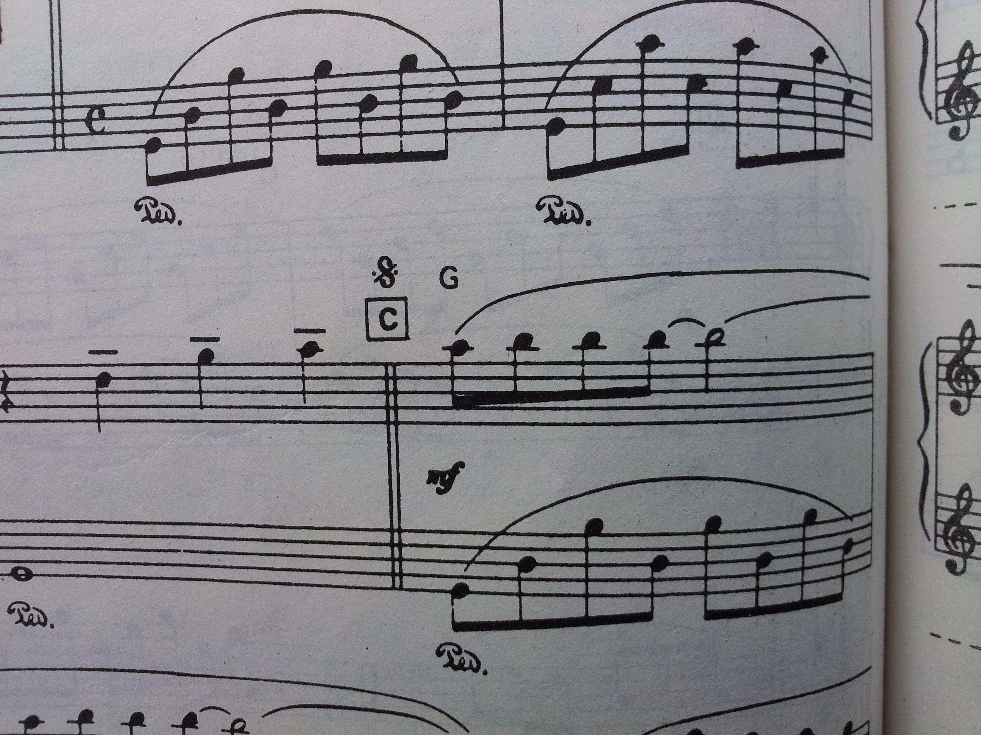 自学钢琴《童年的回忆》,一些基本乐理小问题,什么意思,怎么弹?图片