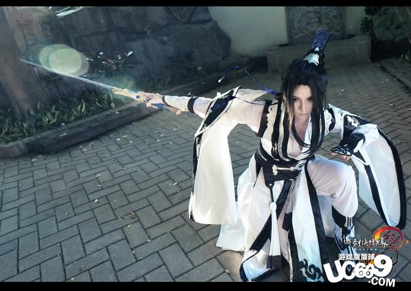古代女子舞剑图图片
